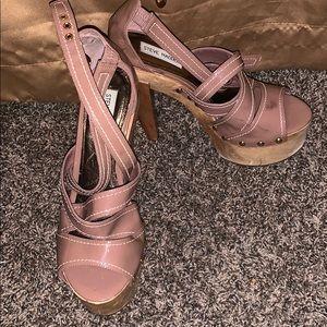 Barely worn wood Steve Madden heel